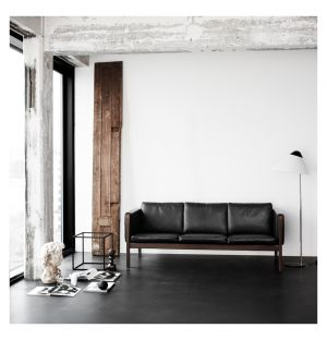 CH163 Sofa Oiled Walnut & Black Leather