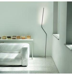 Neo Floor Lamp in Black